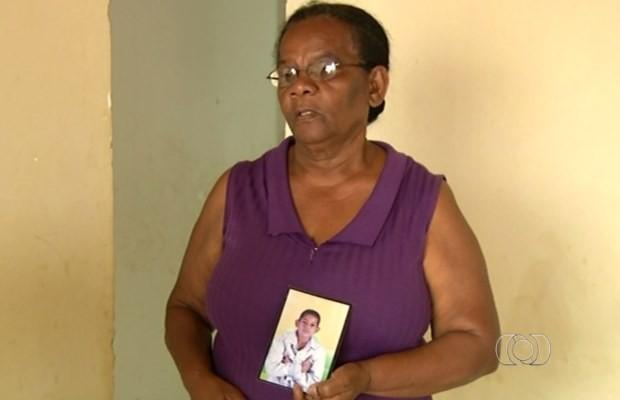 Avó conta que a família está desesperada com o sumiço do menor em Luziânia, Goiás (Foto: Reprodução/ TV Anhanguera)