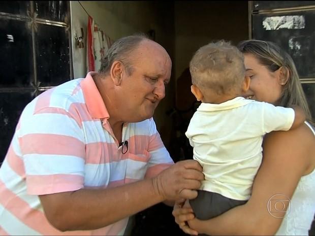 Mensagem da filha procurando o pai dizia que ele iria ser avô (Foto: TV Globo/Reprodução)