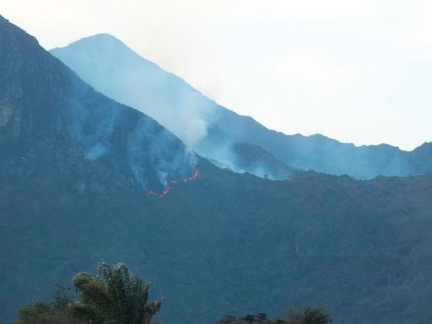 Incêndio na Serra do Barbado, na Chapada Diamantina (Foto: Divulgação/Inema)