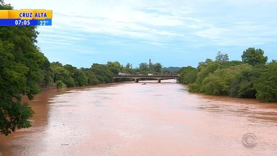 Fornecimento de água deve voltar em cidades afetadas por lama nesta terça