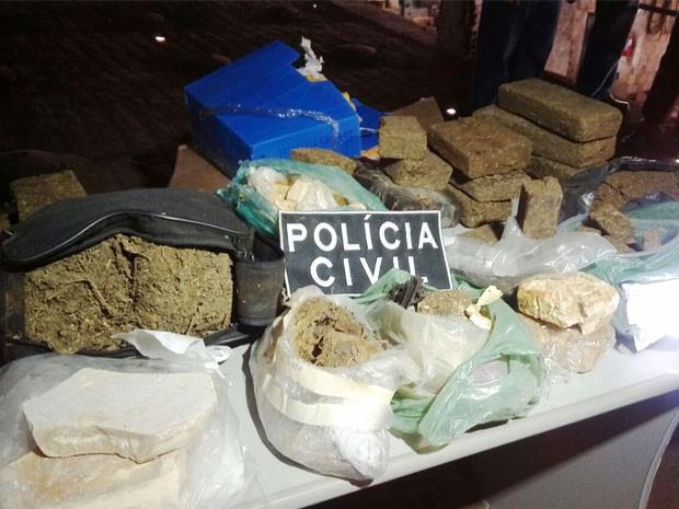 Droga incinerada havia é resultado de várias operações da polícia desde o ano de 2012 até outubro deste ano. (Foto: Silvia Torres/TV Paraíba)