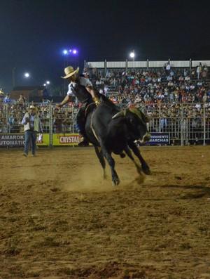 Peão no rodeio 2013 (Foto: Nathacha Albuquerque/GE)