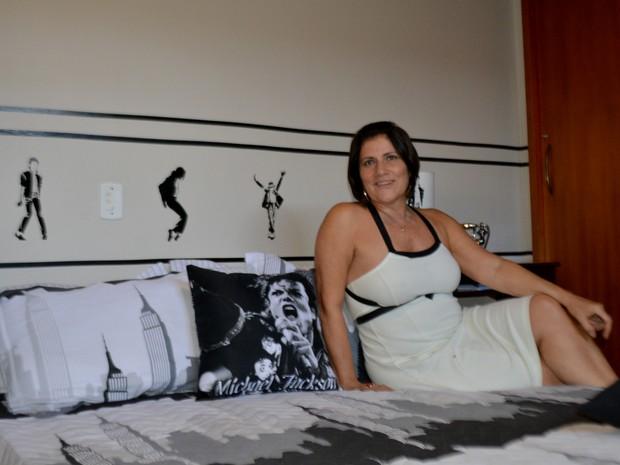Kátia Bellomo no hostel Michael Jackson em Campinas  (Foto: Priscilla Geremias/ G1)