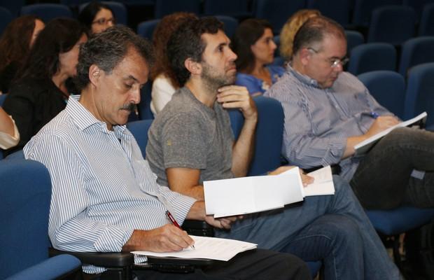 Na banca de avaliação dos projetos estavam Hiran Castello Branco (à esq.), vice-presidente institucional da ESPM, Rogério Oliveira (centro), diretor da Yunus Negócios Sociais Brasil, e Cláudio Luraschi, sócio da KPMG (Foto: Divulgação)