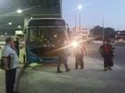 Ônibus do Transcol tem princípio de incêndio em terminal de Cariacica, ES