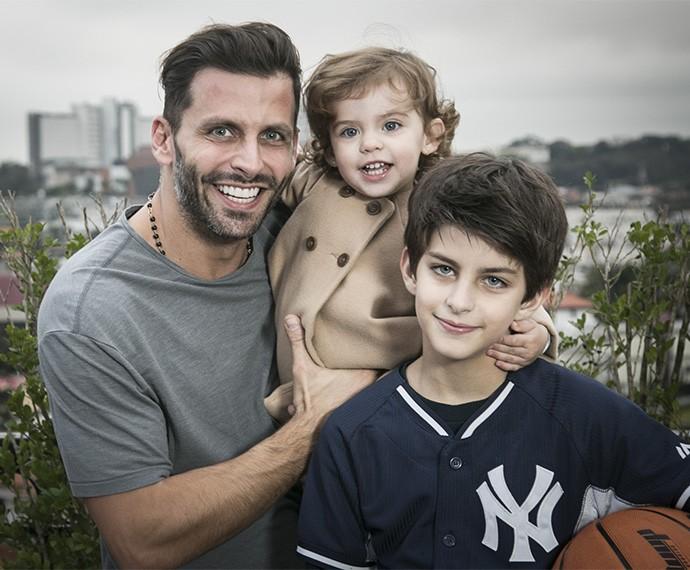 Henri Castelli ao lado dos dois filhos, Lucas e Maria Eduarda (Foto: Raphael Dias/Gshow)