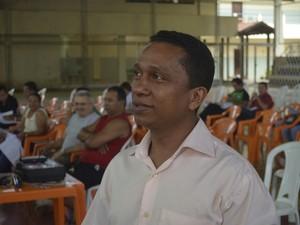 Presidente do Sinsepeap Aroldo Rabelo diz piso vai ser bandeira da classe (Foto: Abinoan Santiago/G1)