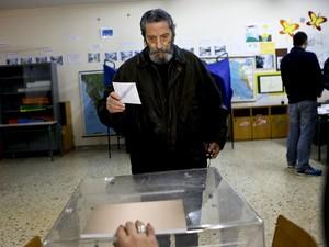 Começam as eleições parlamentares na Grécia (Foto: REUTERS/Alkis Konstantinidis)