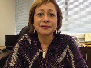 Com poucos clientes em sua firma de advocacia, ela foi empregada doméstica por mais de quatro anos no exterior (Foto: Veriana Ribeiro/G1)