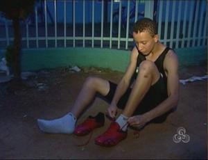 Velocista de Vilhena treinava descalço no trajeto da escola para casa (Foto: Reprodução/TV Vilhena)