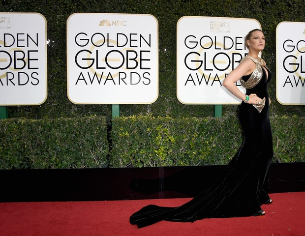 Blake Lively de preto no Globo de Ouro 2017 (Foto: Getty Images)