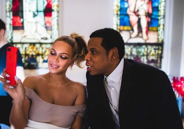 Beyoncé e Jay-Z nos bastidores do clipe (Foto: Reprodução)