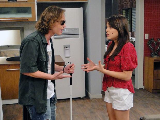 Filipe tenta convencer Isabela aceitar seu novo irmão (Foto: Malhação / Tv Globo)