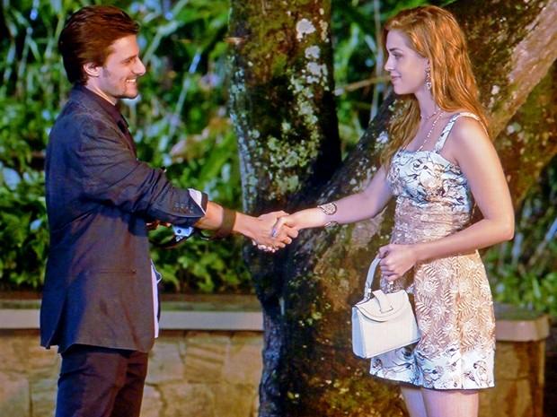 Nicolas joga charme para a ruiva (Foto: TV Globo)