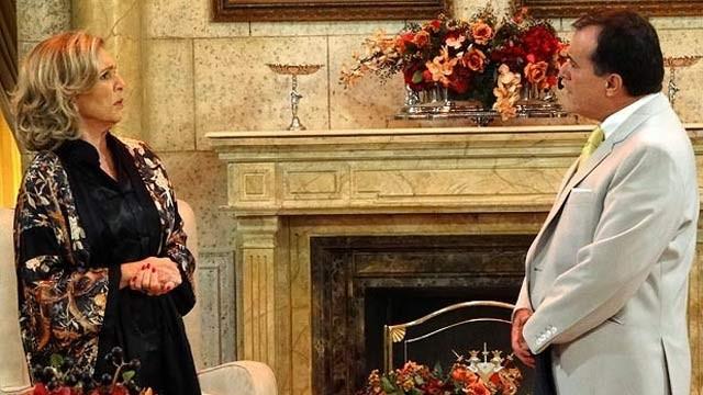 É ou não é Otávio? Dominguinhos aparece na mansão e deixa Charlô confusa (Foto: Rede Globo)