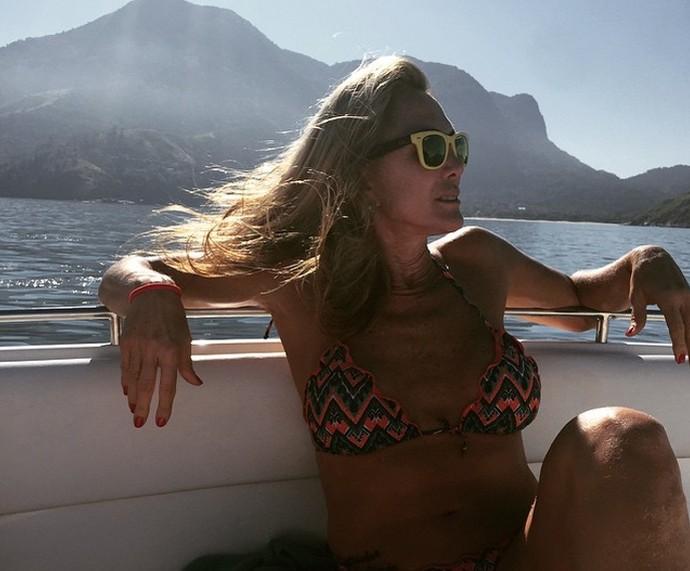 Hortência mostra boa forma em passeio de barco (Foto: Arquivo Pessoal)