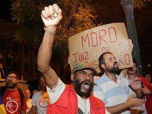 Grupo também pediu a saída do governador Beto Richa (Foto: Giuliano Gomes/PR Press)