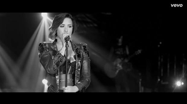 A cantora Demi Lovato no clipe de 'Nightingale' (Foto: Divulgação)
