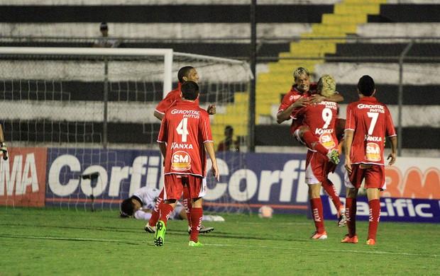 Marcelino e Luiz Paulo comemoram o gol marcado pelo Boa Esporte contra o ASA (Foto: Ailton Cruz/ Gazeta de Alagoas)