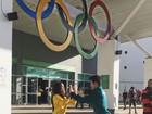 Rio 2016: Arthur Nory faz dancinha no Parque Olímpico com Julie Kim