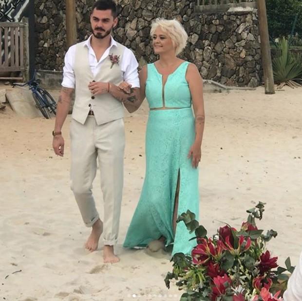 Henrique Tomaz, noivo de Rúbia Baricelli, no casamento (Foto: Reprodução/Instagram)