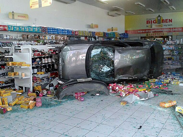 Estabelecimento estava fechado no  momento do acidente (Foto: Marjorye Cavalcanti / TV Globo)