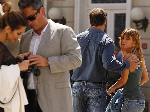 Jéssica perde uma chance de pedir ajuda (Foto: Salve Jorge/TV Globo)