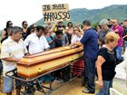 Corpo de Russo é enterrado em Duque de Caxias, na Baixada Fluminense