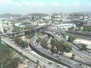 Trânsito na Cidade Nova era bastante lento (Foto: Reprodução / TV Globo)