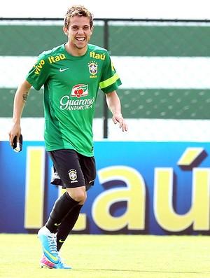 Bernard treino seleção brasileira Goiânia (Foto: Wander Roberto / Vipcomm)