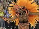 Fantasia trai Adriana Bombom em coreografia ousada na Sapucaí