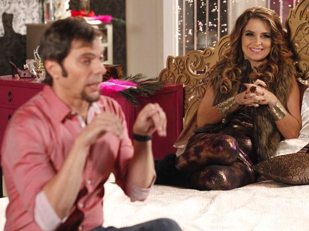 Chayene manda Laércio se passar por Louro José (Foto: Cheias de Charme / TV Globo)