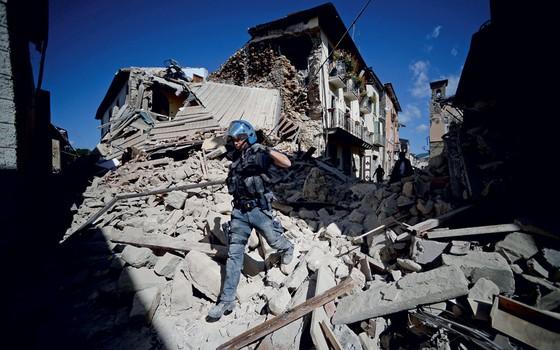 Terremoto de 6,5 graus leva pânico e destruição à Itália