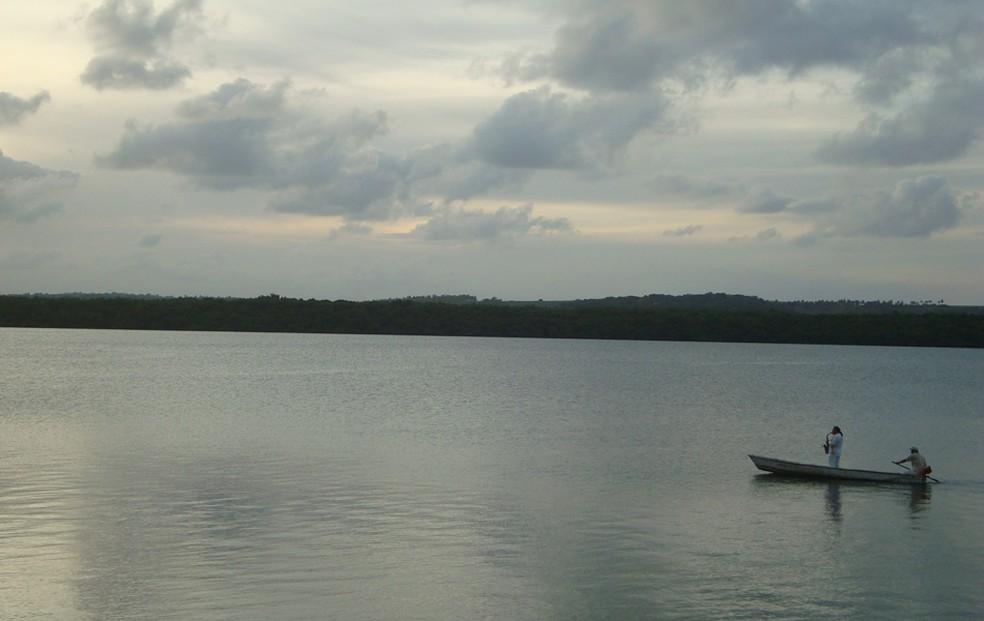 Praia do Jacaré, em Cabedelo, deve ser evitada pelos banhistas (Foto: Krystine Carneiro/G1)