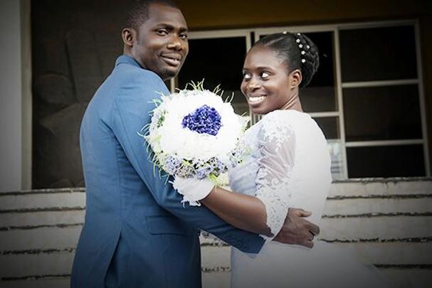 Bisola e seu noivo (Foto: Reprodução/Allure Vanguard)