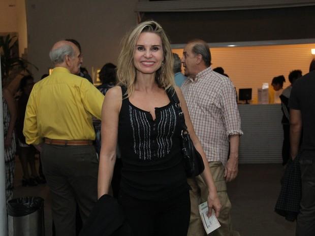 Paula Burlamaqui em peça em Ipanema, Zona Sul do Rio (Foto: Wallace Barbosa/ Ag. News)