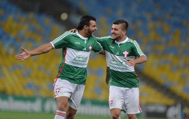 Henrique comemora gol do Palmeiras (Foto: André Durão / Globoesporte.com)