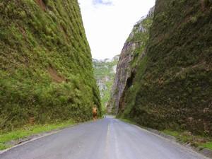 Garganta corta a Serra ao meio (Foto: Spry Vídeo/Divulgação)