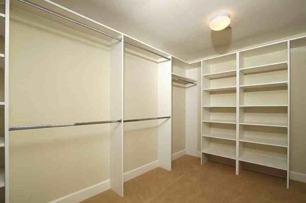 Closet vazio (Foto: Reprodução/Internet)