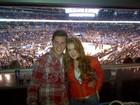 Marina Ruy Barbosa e Klebber Toledo assistem a jogo de basquete