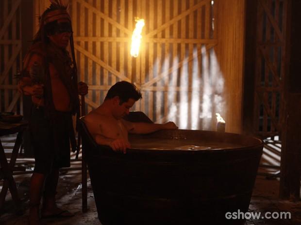 Jonas em ritual com pajé (Foto: Inácio Moraes / TV Globo)