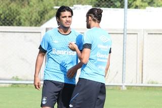 Barcos e Moreno no treino do Grêmio (Foto: Eduardo Moura/GloboEsporte.com)