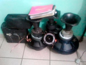 Sons de carros estavam entre produtos roubados achados em Lagoa Nova, em Natal (Foto: Divulgação/Polícia Civil do RN)