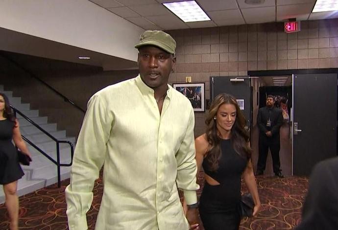 Michael Jordan chega para a luta do século entre Pacquiao e Mayweather (Foto: Reprodução/Twitter)