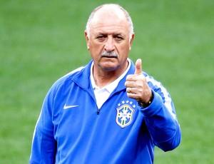 Felipão Scolari no treino da seleção Brasil (Foto: Reuters)