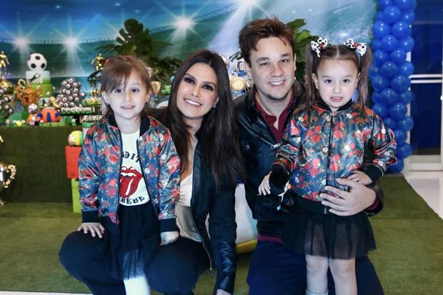 Natália e Leandro com as filhas (Foto: Brazil News)