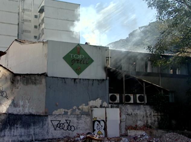 Restaurante pegou fogo em Vitória (Foto: Reprodução / TV Gazeta)