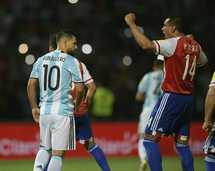 Aguero perde pênalti Argentina x Paraguai (Foto: AFP)