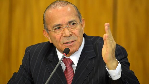 O ministro da Casa Civil, Eliseu Padilha, anuncia medidas para reduzir os gastos públicos (Foto: José Cruz/Agência Brasil)