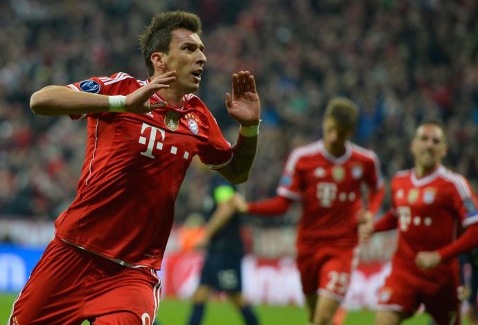Mandzukic comemora, Bayern de Munique x Manchester United (Foto: AFP)